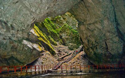 2 mai 2020  2 MAI 2020(SÂMBĂTĂ), Pelerinaj la Mănăstirile din Munţii Apuseni și la Peștera Ghețarul Scărișoara