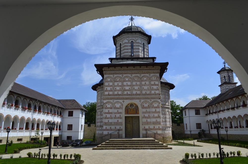 8 noiembrie 2021  8 NOIEMBRIE 2021(LUNI), PELERINAJ la Mănăstirea MIHAI VODĂ de la TURDA cu ocazia Prăznuirii Soborului Sf. Arh. Mihail și Gavriil